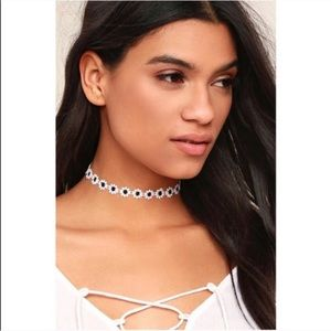 New Vanessa Mooney Daisy Crochet Choker Necklace